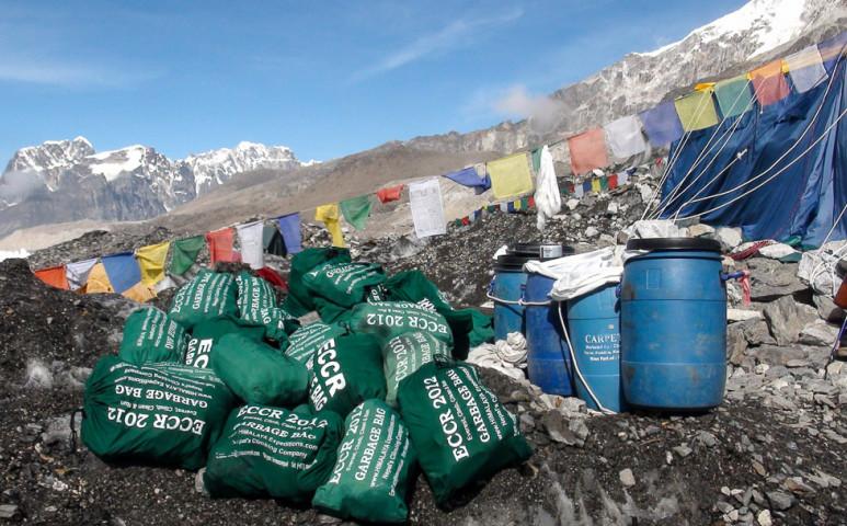 2,2 tonna szemetet szedtek az Everest alaptáborában - ez lenne az emberiség hagyatéka?