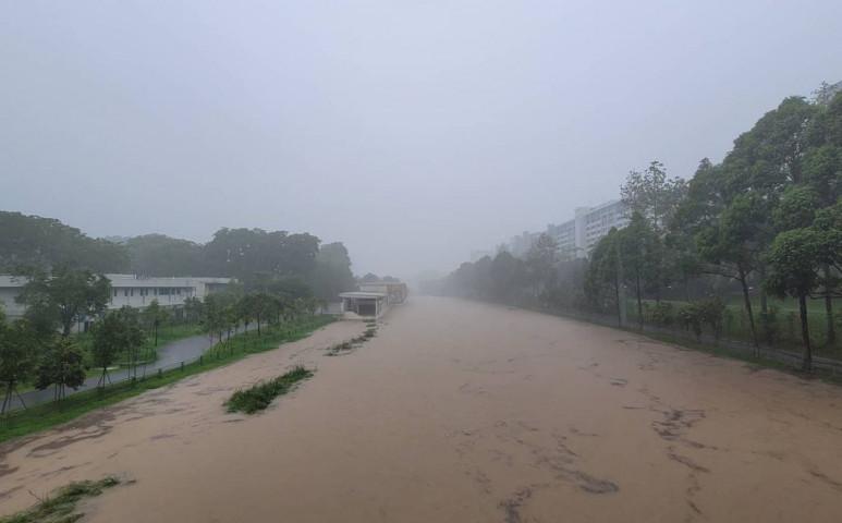 40 éve nem látott vihar tombolt Szingapúrban