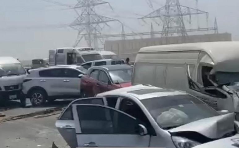 Tömegbalesetet okozott a porvihar Dubajban