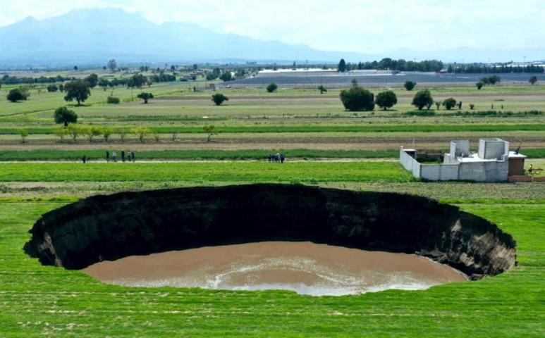 Gigantikus víznyelő nyílt Mexikóban