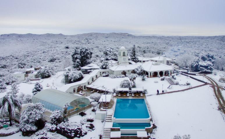 Miközben az USA megolvad a hőségben, Argentína második legnagyobb városában havazik...