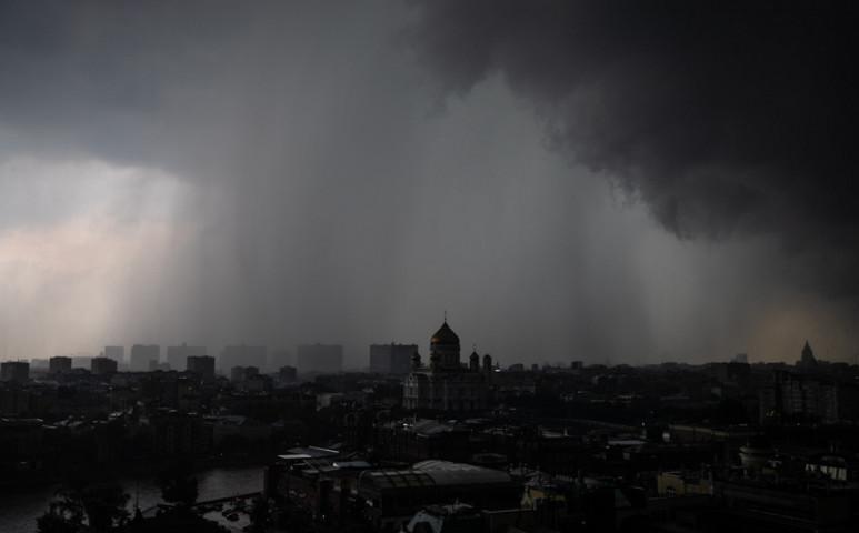 Letarolta a vihar Moszkvát - áradás, szél és tűz is rontotta a helyzetet