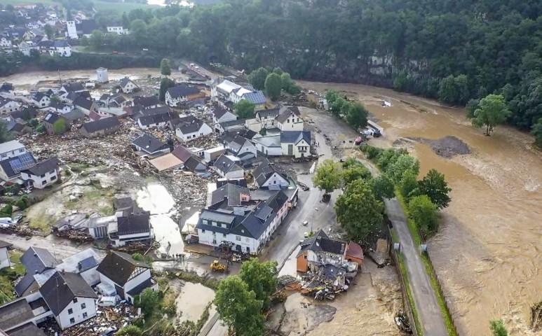Több, mint 100 halálos áldozata van a németországi áradásoknak