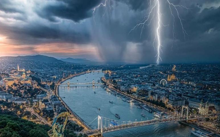 Hajnali felhőszakadás hozott áradásokat a fővárosban tegnap