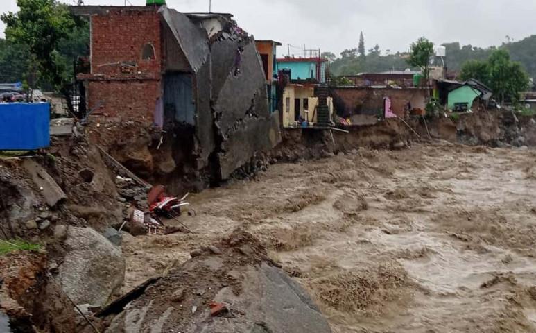 Videón az Indiát érintő hatalmas földcsuszamlás