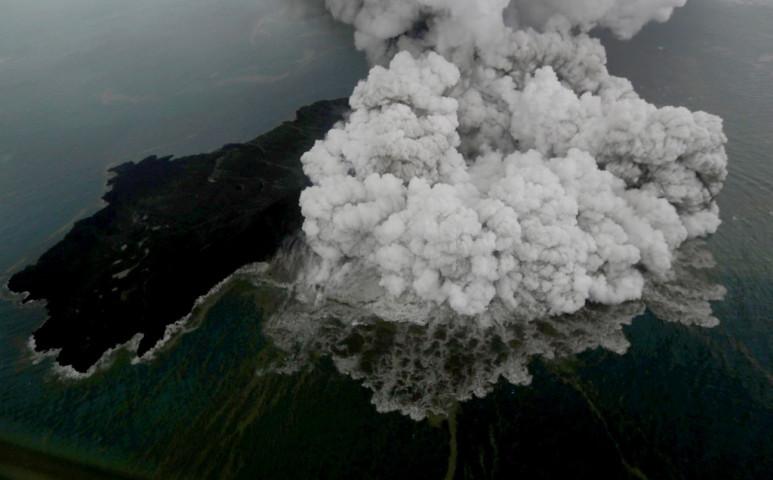 Krakatau gyermeke is gyilkolt