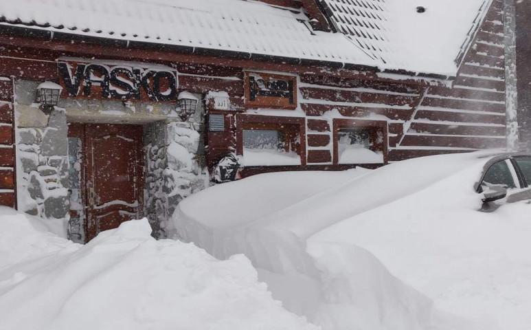 Zakopane hóhelyzet: az ajtón tessék kimászni
