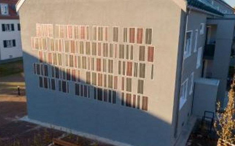 Egy napelem-falat valakinek?