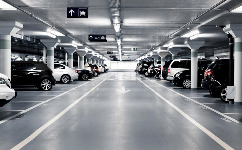 A jövőben az autónk egyedül parkol, és elénk jön a bolthoz?