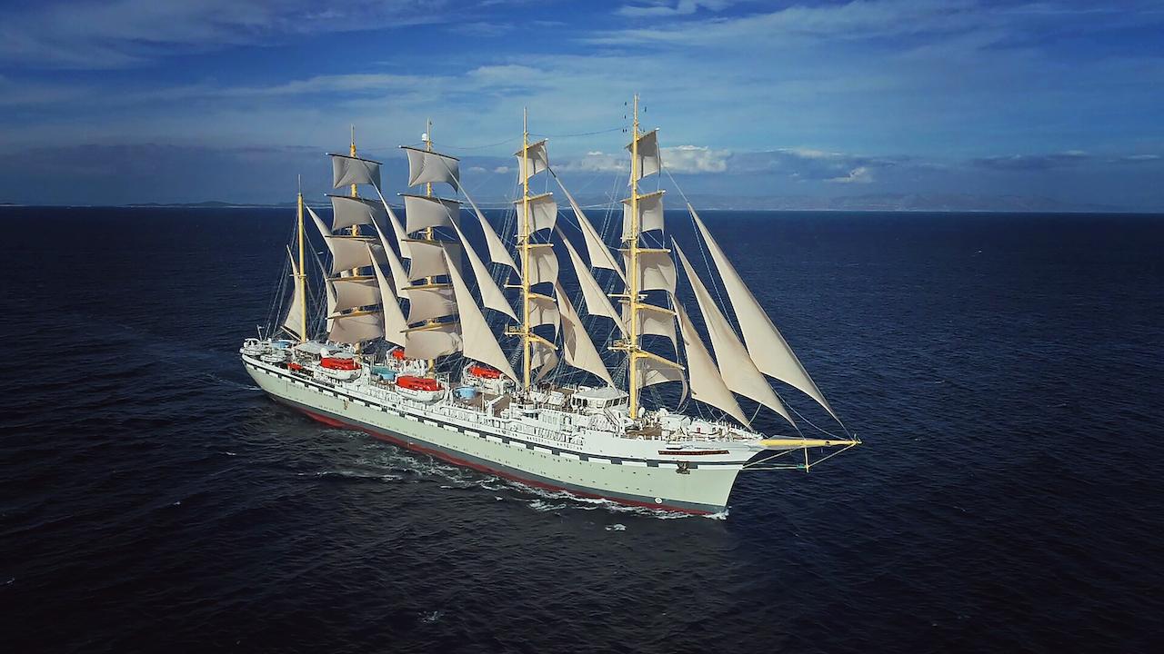 Elektromos óriás utasszállító hajó az Adrián