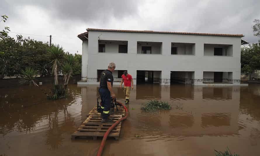 Görögországban heves esőzések okoztak áradásokat, Athén sem kivétel