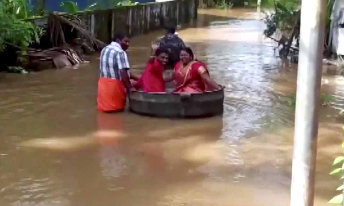 Az indiai Keralában a heves esőzések nyomán 7 méterrel emelkedett a Manimala folyó szintje