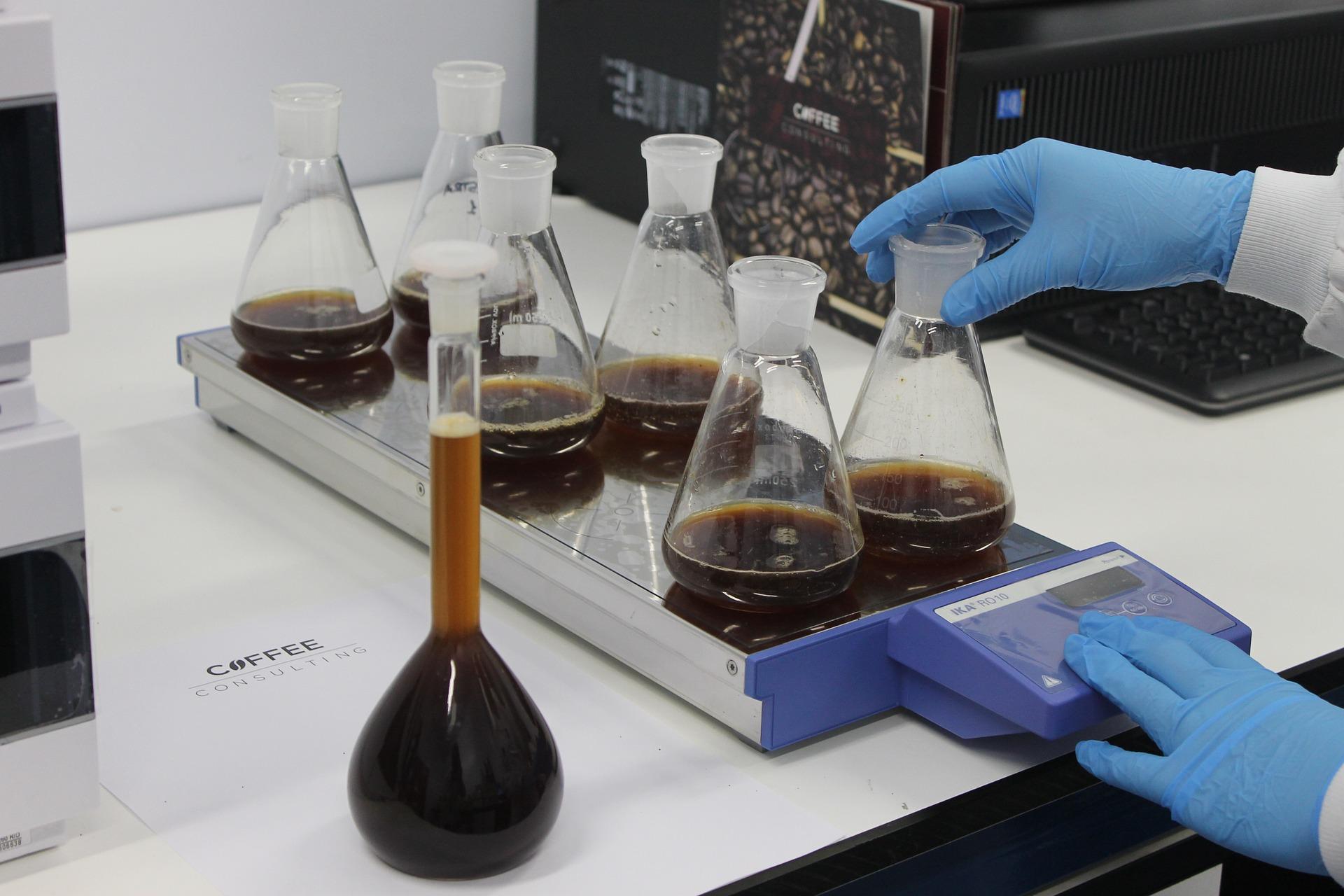 Bajban a kávé - a megmentő a biolabor lehet
